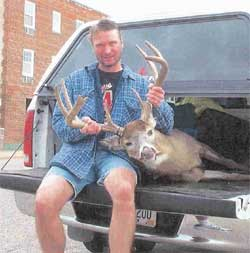 Jerrods Friend Dave Pieterick from Ray's Place in Eau Claire shot a 9 point on 11/08/05